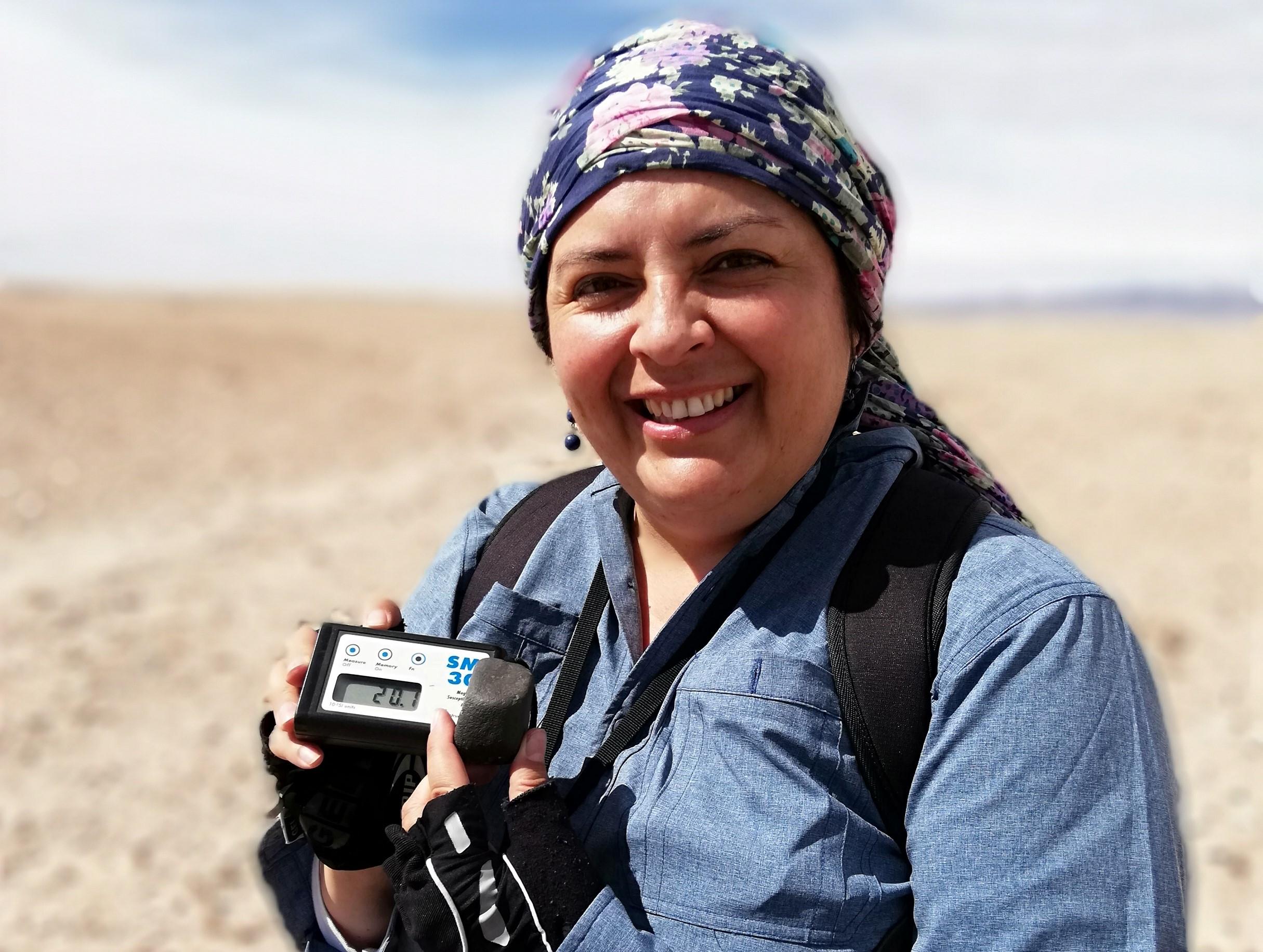 Forbes destaca trabajo con meteoritos realizado por la geóloga nortina Millarca Valenzuela