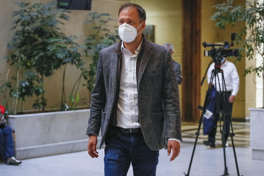 Diputado por Antofagasta José Miguel Castro (RN) pide urgencia a proyecto de ley que frena  operaciones realizadas por falsos cirujanos plásticos