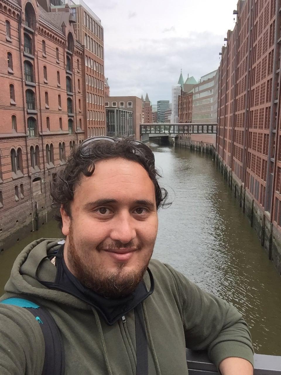 Ex alumno de la U. de Antofagasta participó en equipo científico que descubrió dos nuevas bacterias