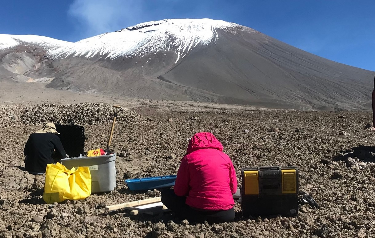 Científicos de Chile y Perú trabajarán en conjunto en gestión de riesgo volcánico en poblaciones andinas