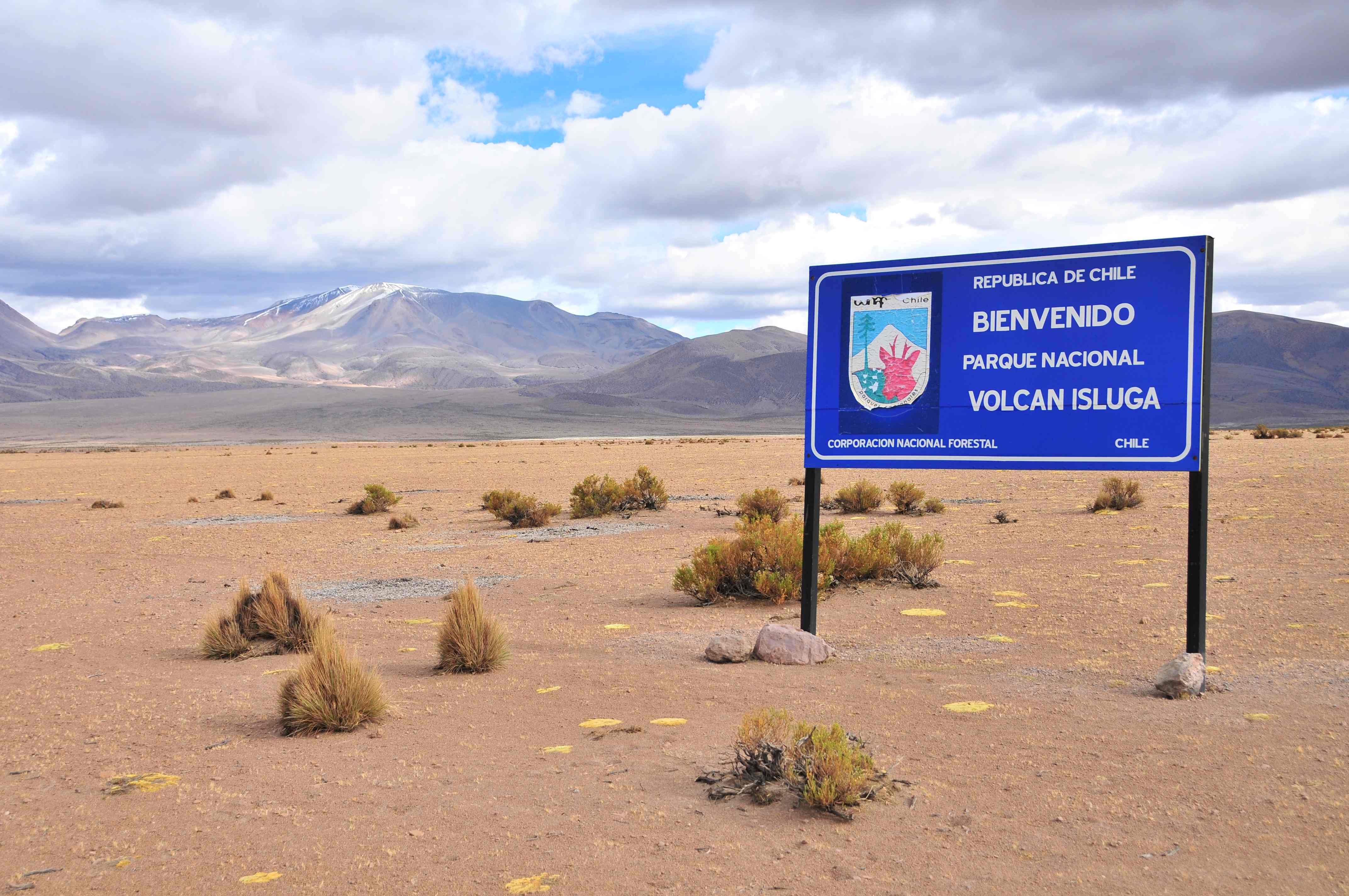 Estudiando el volcán Isluga en el Día Internacional de los Parques Nacionales