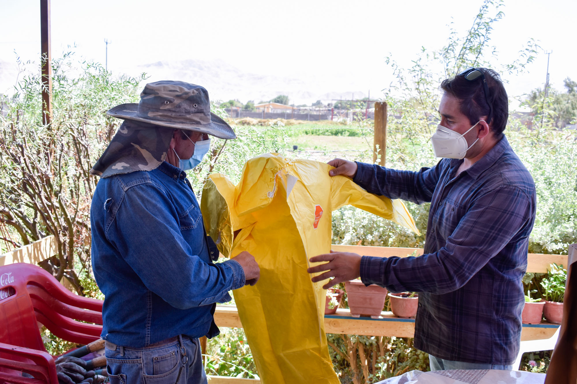 Agricultores loínos reciben equipos de protección personal