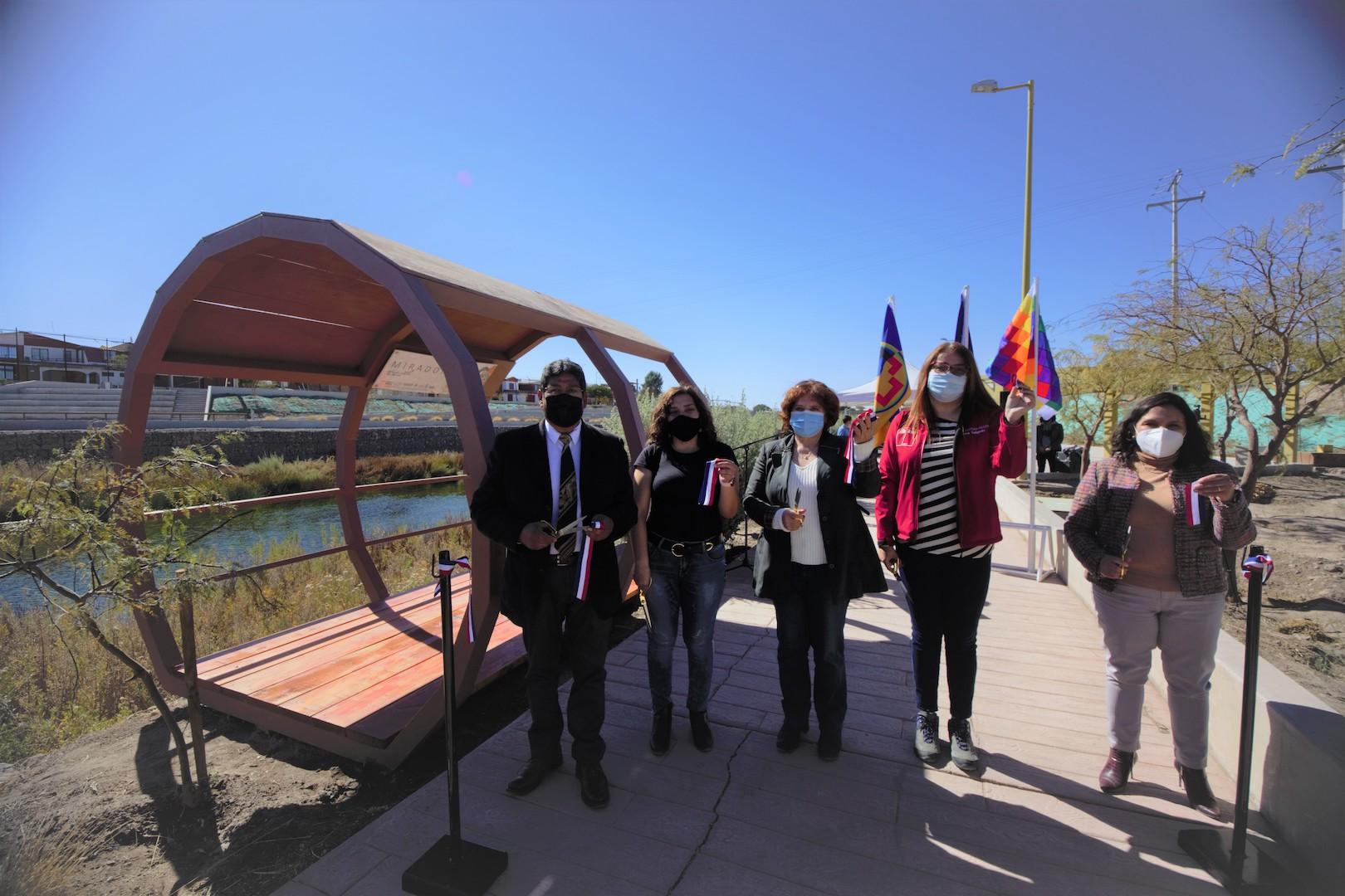 Inauguran mirador borde rio inspirado en un refugio para el avistamiento de aves en el Parque El Loa