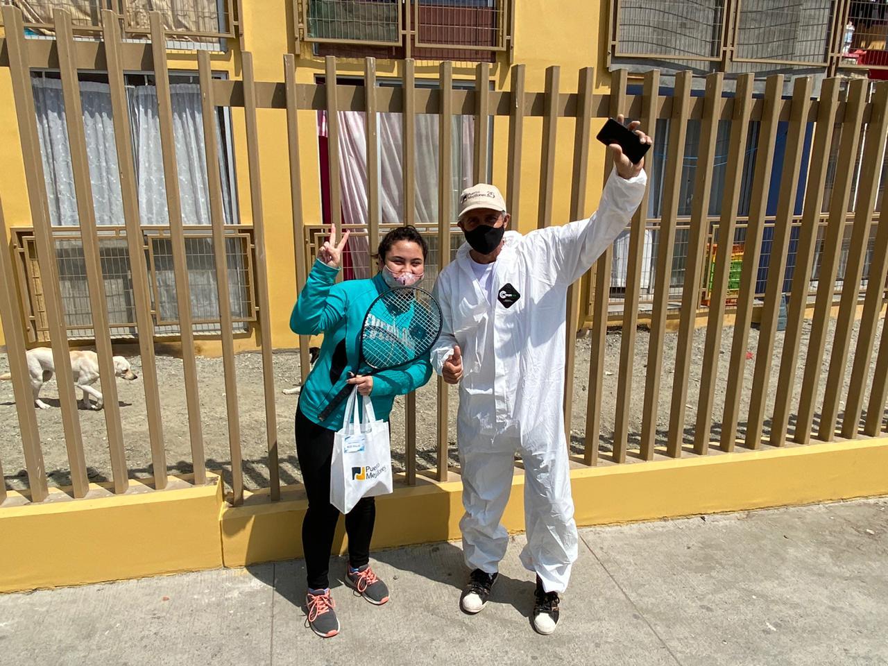 Tras nueve meses sin clases presenciales, Horacio de la Peña visita a alumnos de la Escuela de Tenis de Mejillones