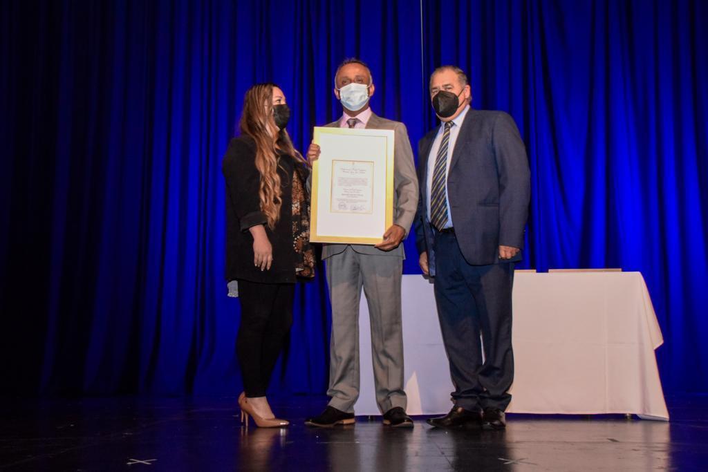 """ENAEX recibe """"Distinción al Mérito Ciudadano"""" por parte del municipio de Mejillones"""