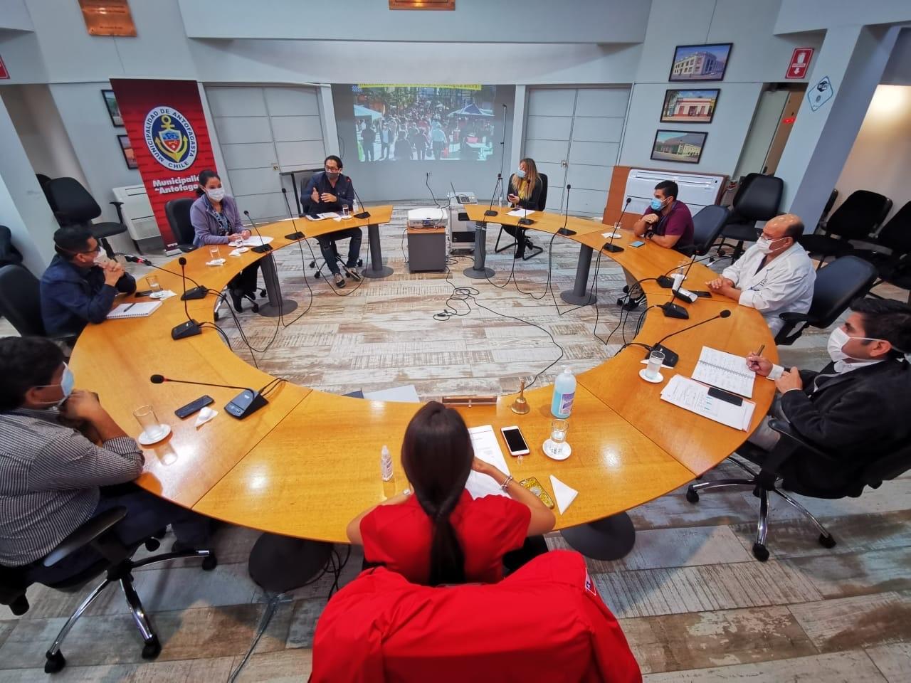 REPRESENTANTES DE LA SALUD PRIMARIA, SECUNDARIA, MUNDO UNIVERSITARIO Y COLEGIO MÉDICO CONFORMARON EL PRIMER CONSEJO COMUNAL ASESOR DE COVID