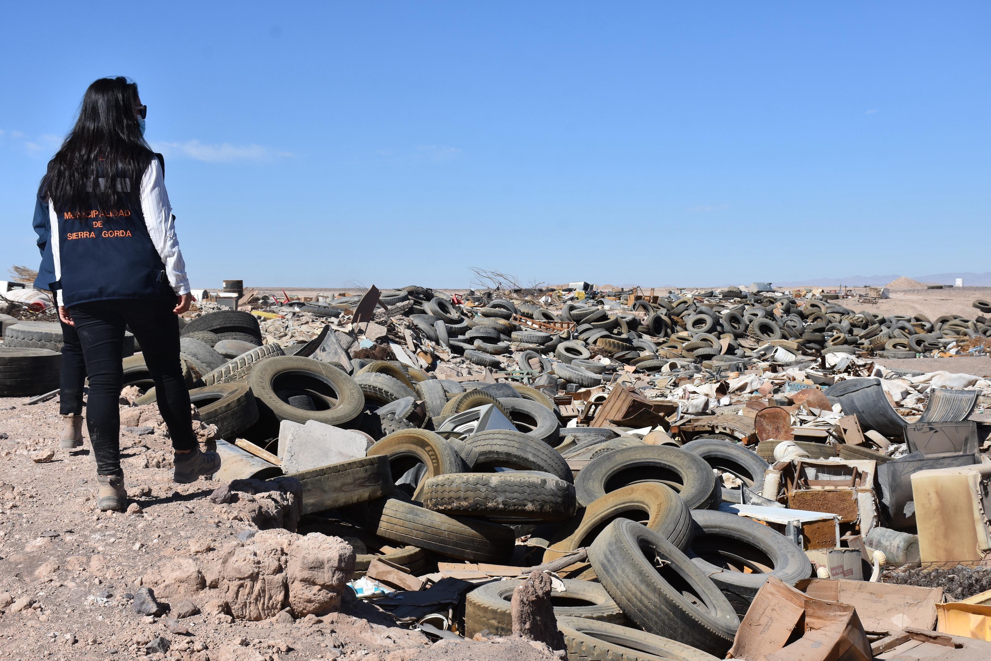 """La amenaza de la basura: Comunidad de Sierra Gorda denuncia inminente crisis sanitaria… ¿Un nuevo """"Chaqueta Blanca?"""