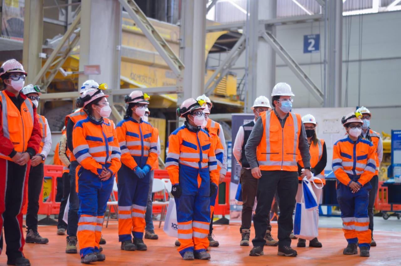 Subsecretario Blanco visita primer turno 100% de mujeres en minería